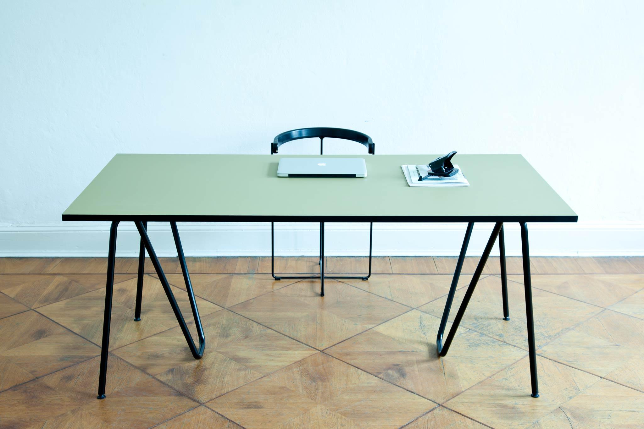 metall tisch nach mass wohn design. Black Bedroom Furniture Sets. Home Design Ideas